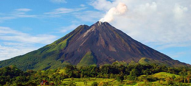 volcanoesAndWildlifeAdventure
